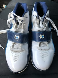 Nike Kevin Durant basketball shoes  sz 9.5 US