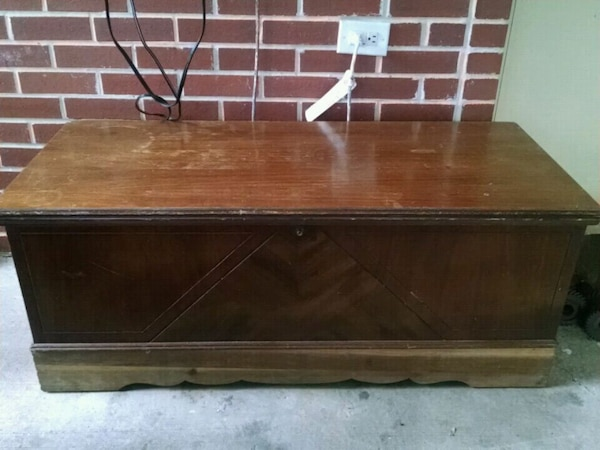 Lane cedar chest(need minor refinishing)
