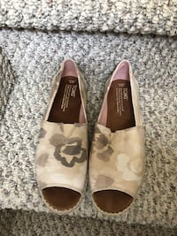 pair of women's brown-gray-and-black Toms open-toe flat shoes Edmonton, T5Y 2J3