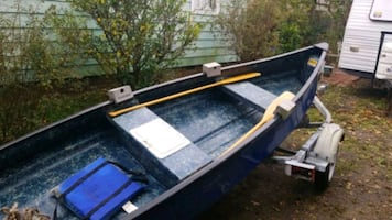 Mallard canoe with trailer and paddles