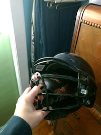 black sports helmet Surrey, V3R
