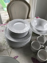 Complete set of dinnerware Montréal, H9A 1E6