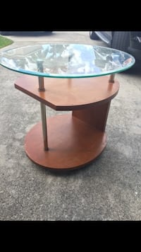 Very cool rolling end side table  Davie, 33324