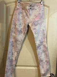Lilac Floral skinny Jeans size 7 in junior sizes New no tags Sunland Park, 88008