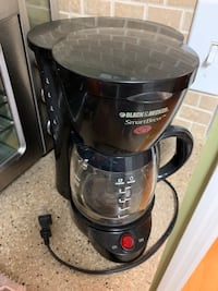 Small 5 cup coffee maker with coffee pot