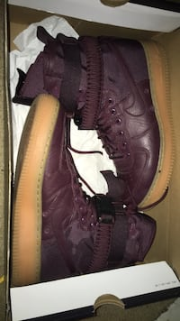 Pair of purple nike air force 1 low shoes 25 mi