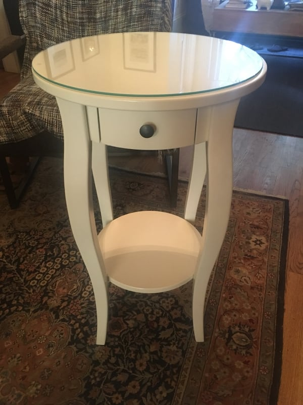 Adorable White Side Table with Small Drawer and Shelf 2fbf9934-3160-4eec-9dc3-d4d2d88bf756