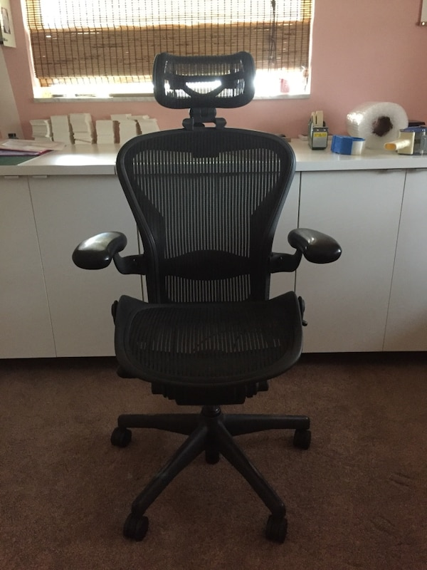 new products fb494 92b37 Herman Miller Aeron Chair with headrest