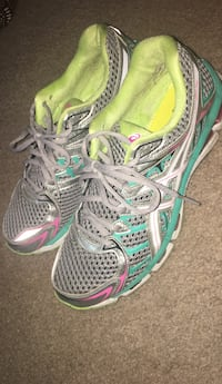 pair of green-and-gray running shoes Elkridge, 21075