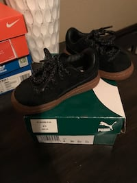 pair of black Nike low-top sneakers with box Madera, 93637