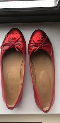 patent leather chanel flats (38) New York, 10003