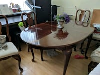 Dinner table with expandable center Burnaby, V5E 4M9