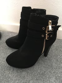 Size 7 black velvety booties East Los Angeles, 90022