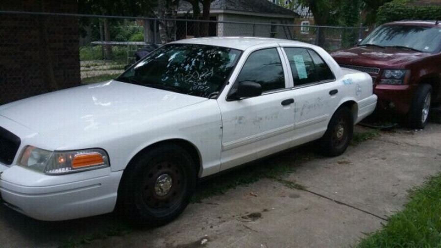 Ford - Crown Victoria - 2010 0