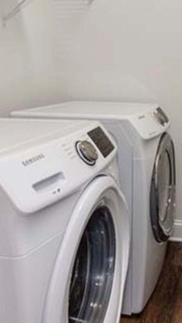Samsung Washer and dryer 638d12c7-5e59-41a0-8600-9117d2c1d2b3