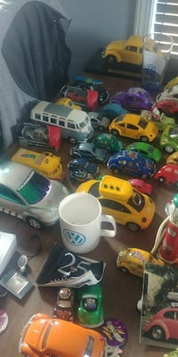 assorted-color die-cast car toy lot 2865 km