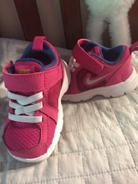Pink size 4 kids Nike's  Maple Ridge, V2X