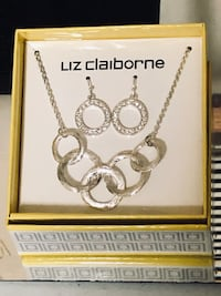 Gorgeous Necklace and Earrings Set NEW!