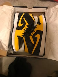 pair of yellow-and-black Nike basketball shoes Brampton, L6Y 4T2