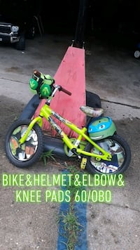 Ninja turtle bike with pads and helmet Farmington, 48335