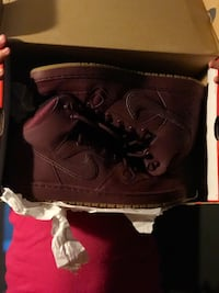 pair of brown Nike high-top sneakers Atwater, 95301