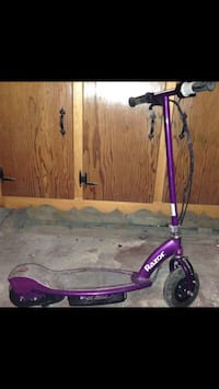 Purple electric scooter. Charger and book included  Madera, 16661