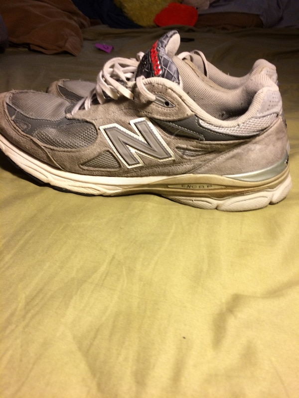 online store d9323 2c73b pair of gray New Balance running shoes