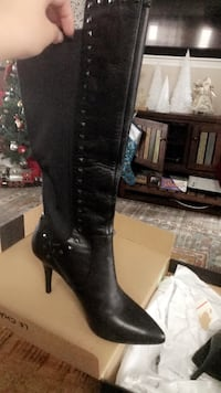 Le chateau leather boots size 7  Calgary, T3Z 0L9