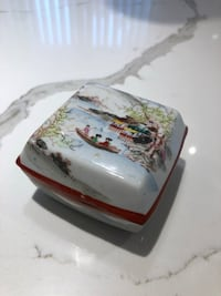 Vintage  Japanese hand painted porcelain box Mississauga, L4Z 2S3