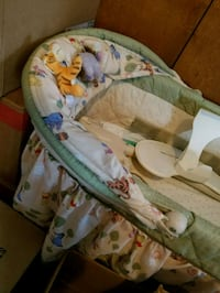 baby's white and green bouncer Smithsburg, 21783