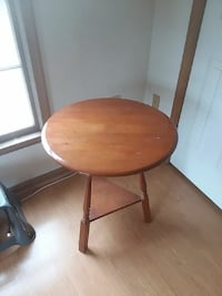 round brown wooden side table Broad Run, 20137