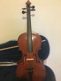 Brown violin with bow and case Smoke free hone