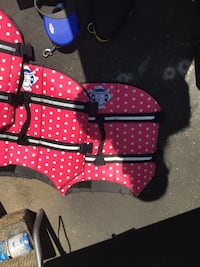 2 paws aboard 10.00 each Pink Dog Life jackets-large Grimsby, L3M 3H5