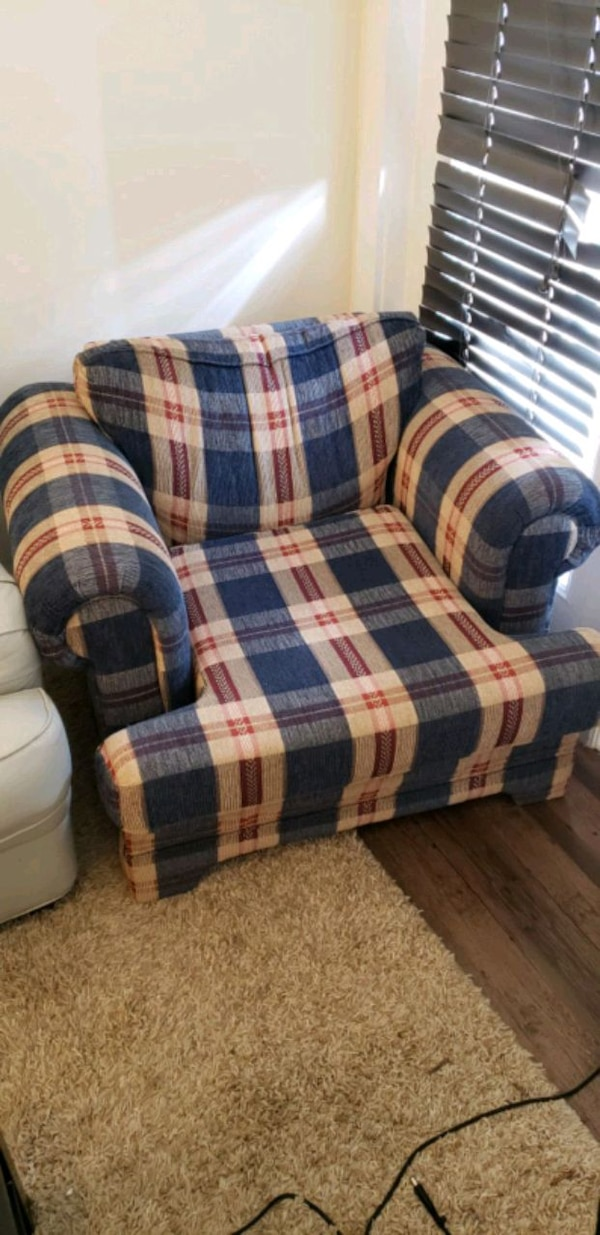 Magnificent Used Blue White And Red Plaid Sofa Chair For Sale In Gamerscity Chair Design For Home Gamerscityorg