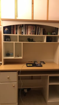 Desk and book shelfs, in very good condition  Springfield, 22150