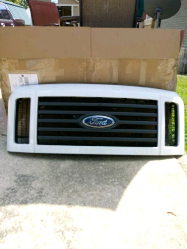 Ford - F- (Phone number hidden by letgo) 008 grill  9c252fcb-290d-47b3-8882-0045c1411607