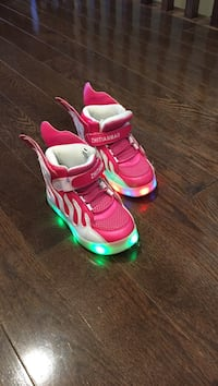Girls light up shoes - size 9 Mississauga, L4Z