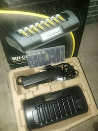 Brand new ($200) 8 cell AA/AAA battery charger  Vancouver, V5T 3J7