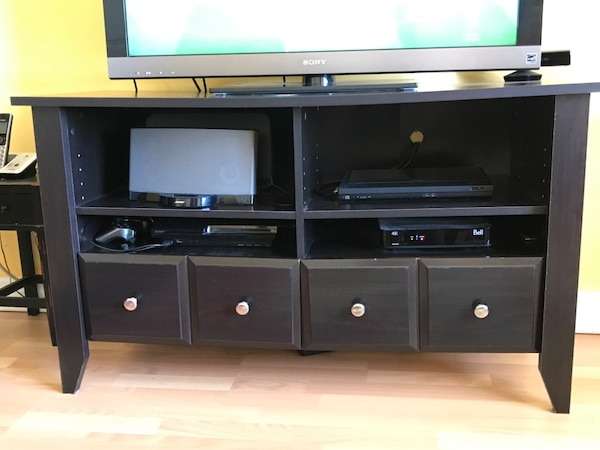 brown wooden tv stand b035b908-5319-45f0-91bc-ada3a44a47c6