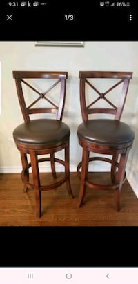 Mint condition swivel bar stools. Bought at Frontgate in Ohio.