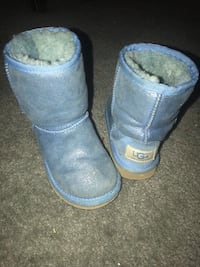 pair of gray UGG Classic Short Reisterstown, 21136