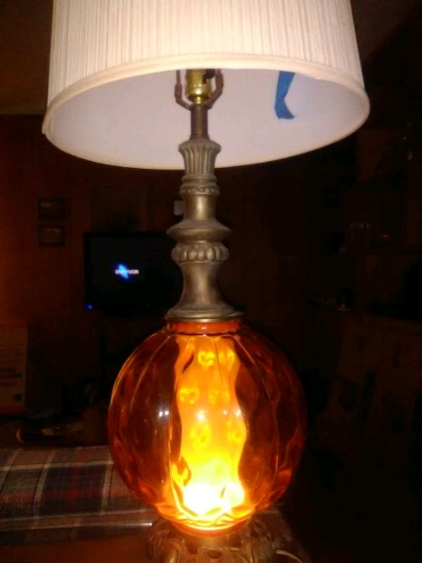 Vintage lamp. The lamp works good and beautiful