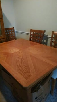 Solid Oak Dining Set w/6 lattice back chairs