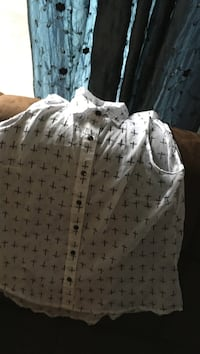white and black sleeveless button up blouse L'Ancienne-Lorette, G2E 5H2