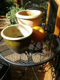 2 clay pots Kitchener, N2K 4J7