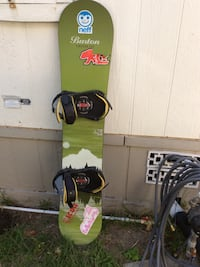 green and black snowboard with bindings Stanton, 92841