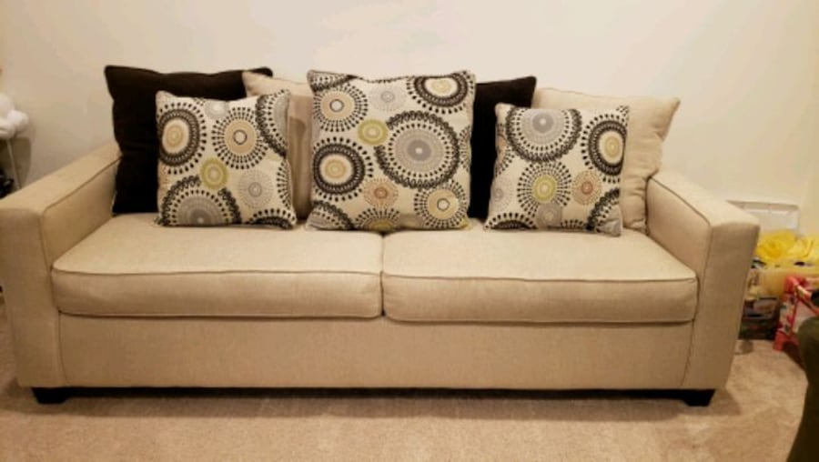 Couch sofa 80276817-bba9-49a8-8cb4-11449c01a6b7