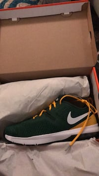 unpaired black and yellow Nike shoe with box Livermore, 94550