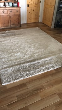 7.5' x 9.5' area rug cream color, very plush and soft Baton Rouge, 70816