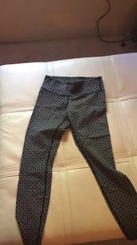 lulu lemon leggings (LIKE NEW) size 4 Phoenix, 85020